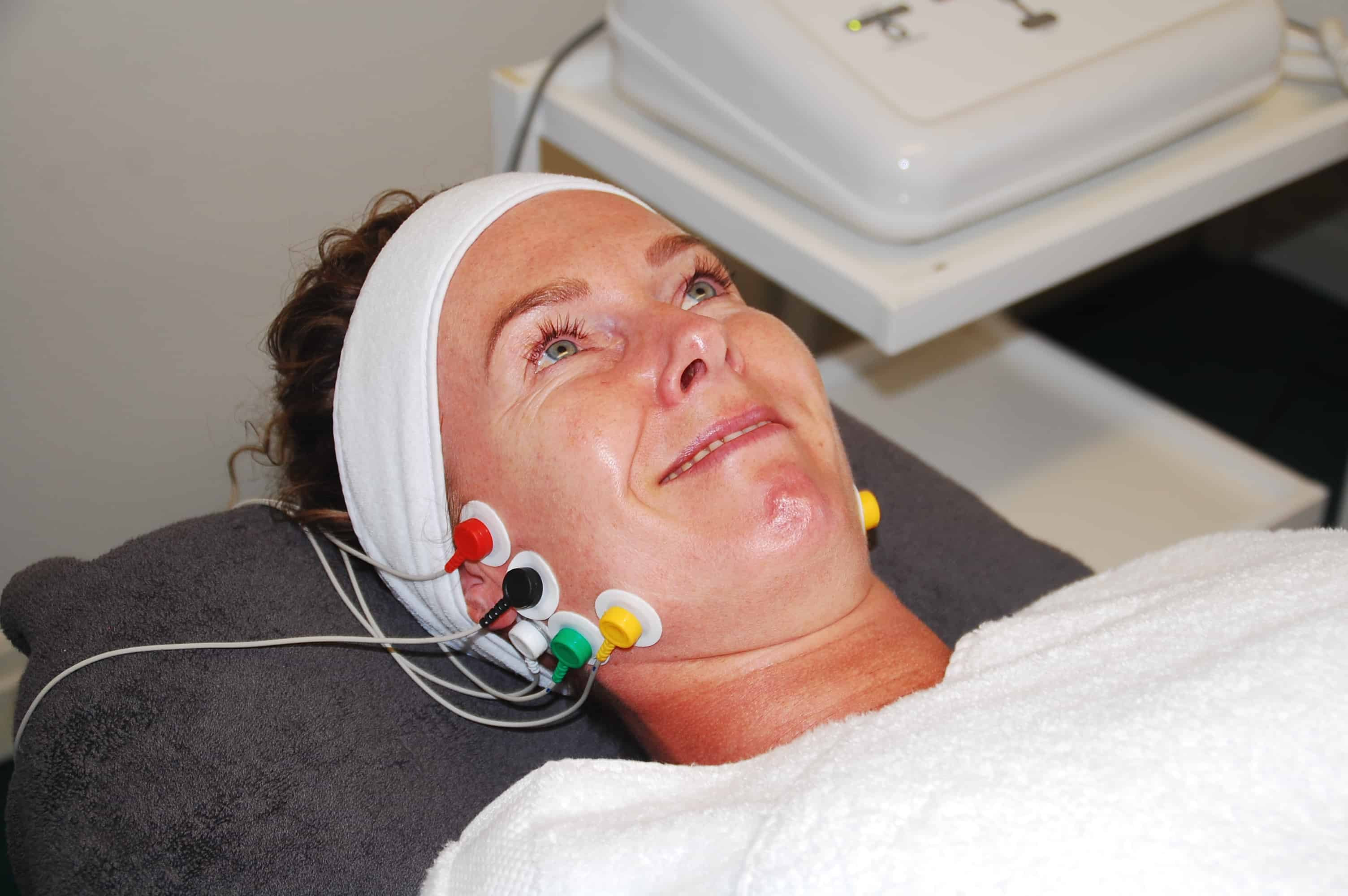 Non surgical face lifting