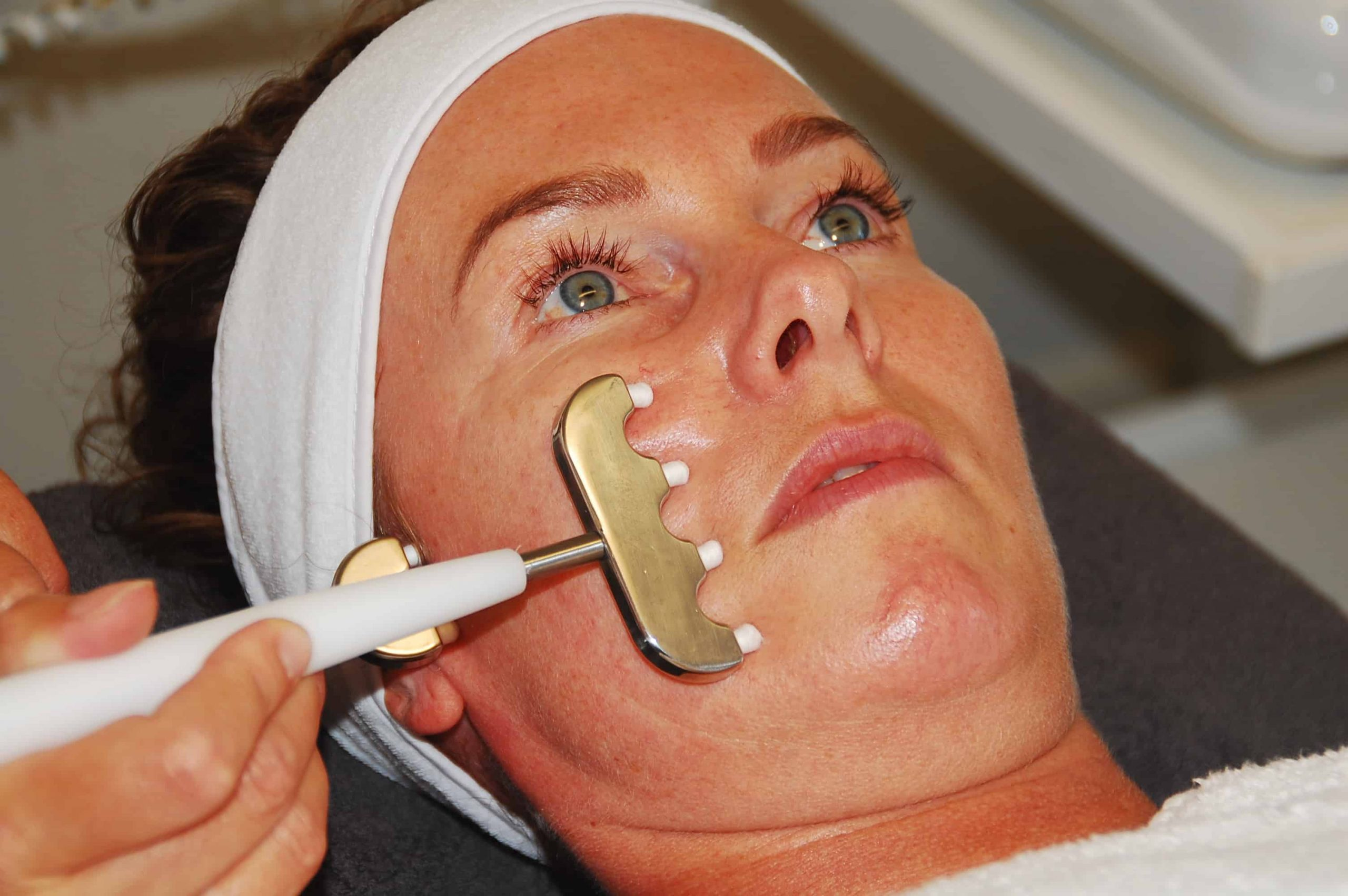Non surgical face lifting